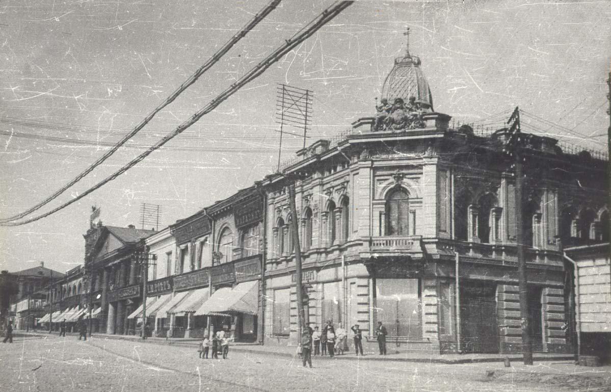 В начале ХХ века Харьков был опутан проводами на уровне второго этажа