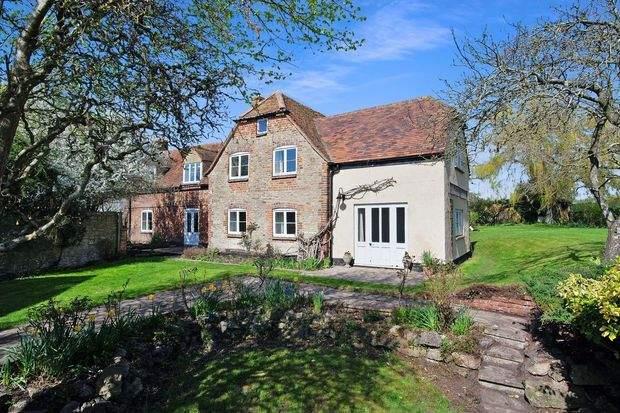 Премьер-министр Великобритании Борис Джонсон решил сдать в аренду домик в Оксфорде (фото)