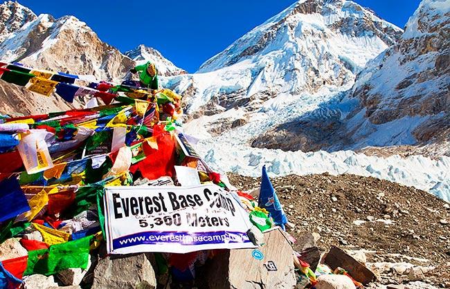 Коварный COVID-19 добрался до Эвереста