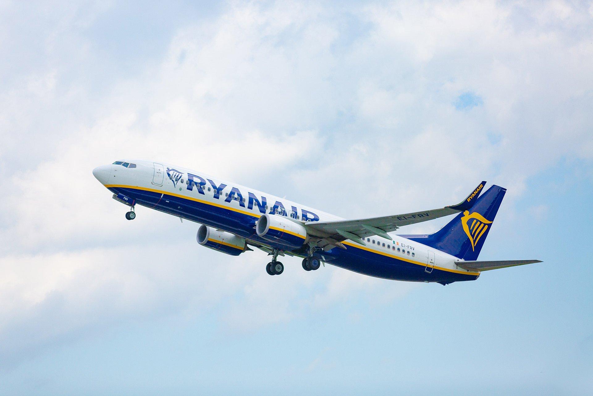 Украина отменяет авиасообщение с Беларусью