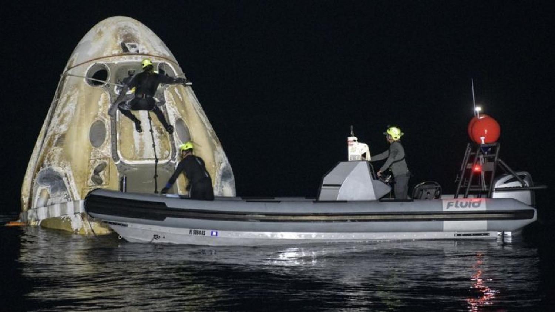 Астронавты миссии Crew-1 вернулись на Землю (фото)