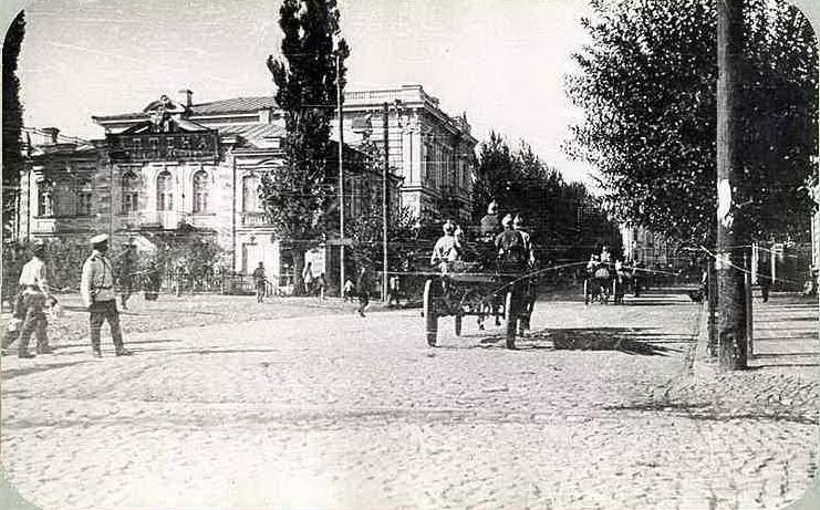 Харьковская пожарная команда на Сумской улице в районе нынешней площади Свободы