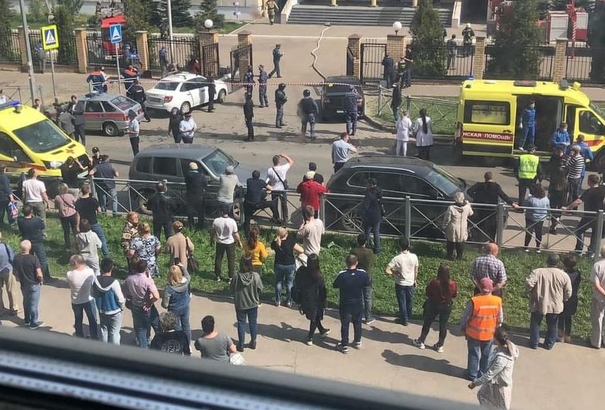 19-летний парень в Казани расстрелял учеников и учителей в одной из школ (видео)