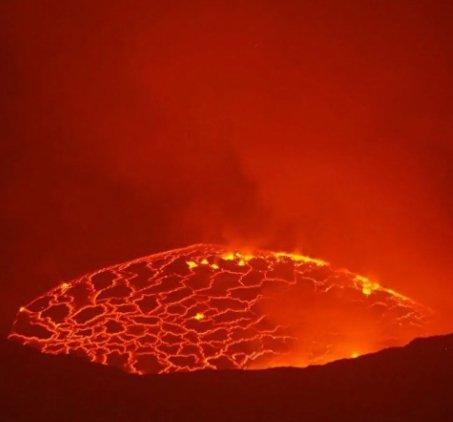 В Конго началось извержение вулкана, в зоне бедствия — украинские миротворцы (фото, видео)