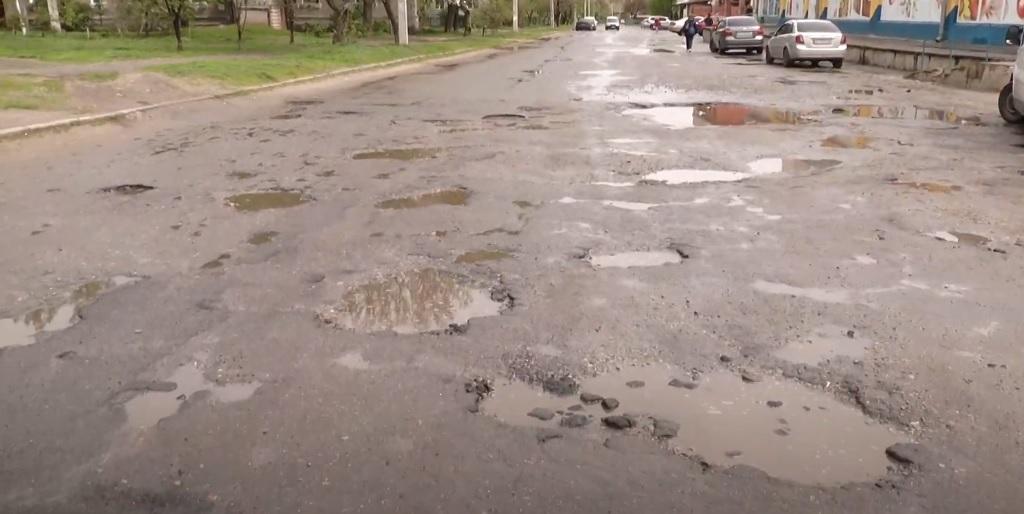 5 км на годину: водії скаржаться на проїзд вулицею Фонвізіна
