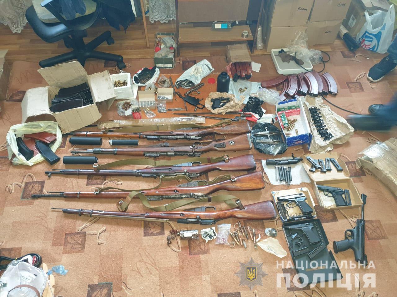 Винтовки, карабины и запчасти гранат - склад оружия под Харьковом
