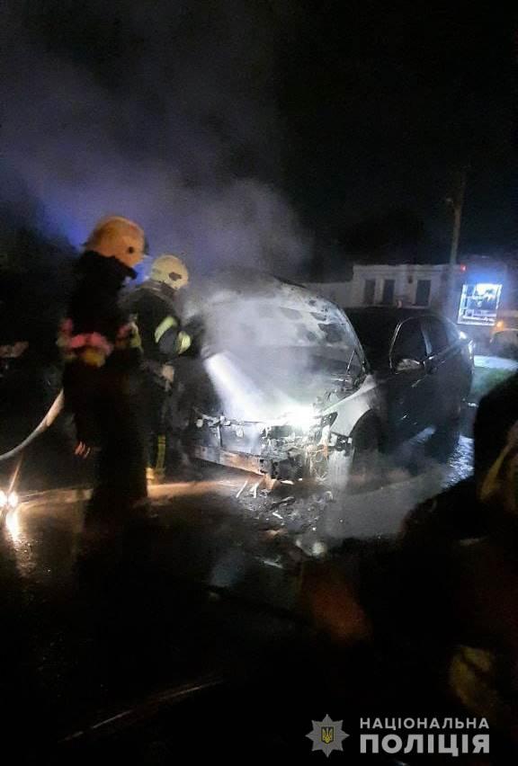 Сгоревшими в Харькове автомобилями занимается полиция: подозревают поджог (фото)