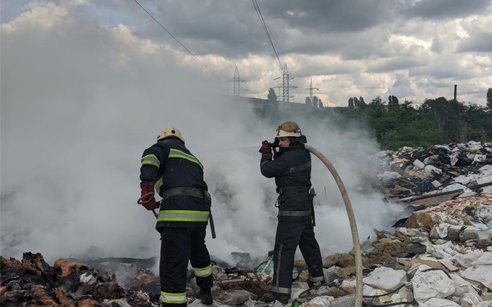 В Харькове горела мусорная свалка (фото)