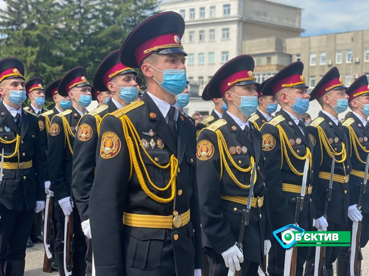 Будущие спасатели, закончившие харьковский университет гражданской защиты, принесли присягу