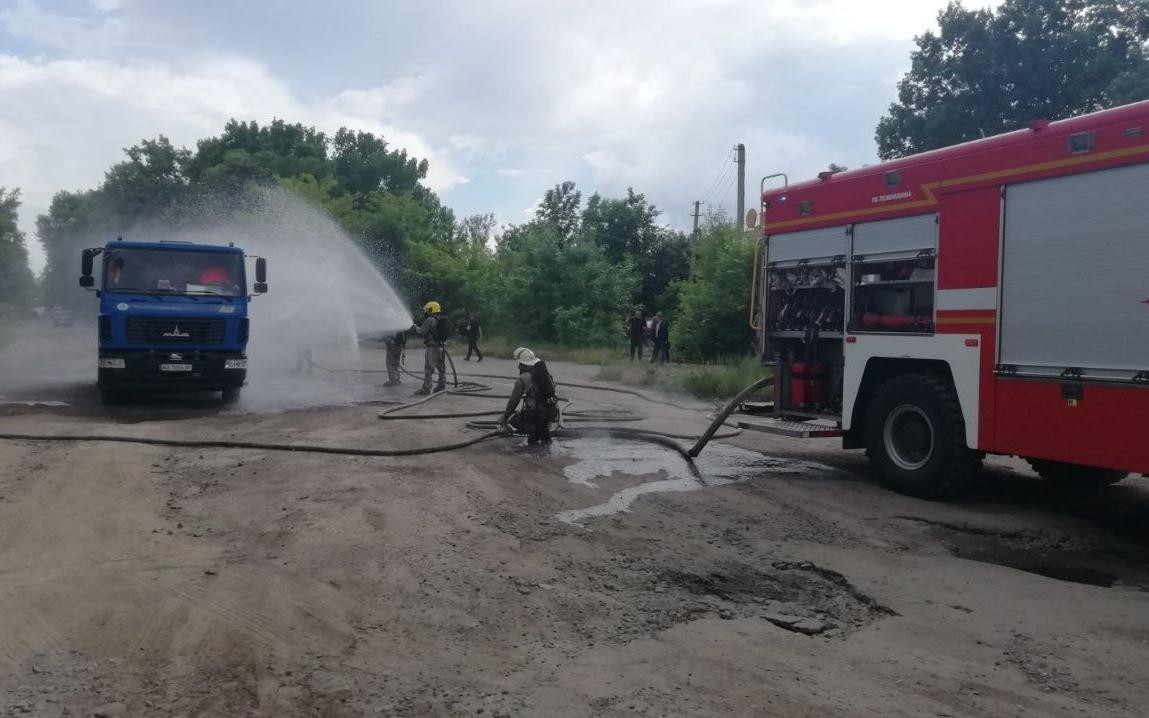 Харьковские спасатели учебно ликвидируют утечку хлора (фоторепортаж)