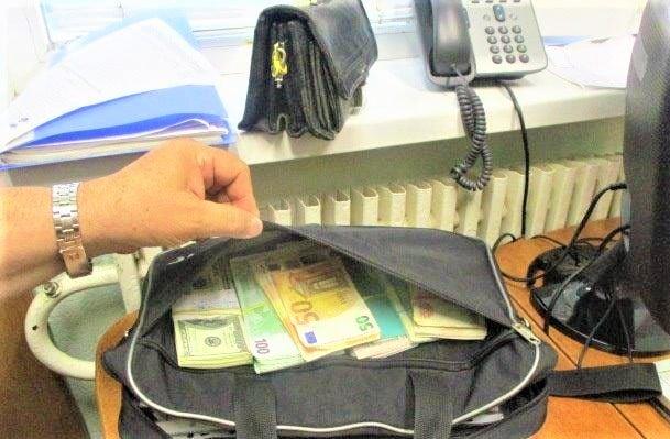 Незаконная перевозка валюты: через харьковскую таможню в РФ хотели провезти 670 тыс. грн