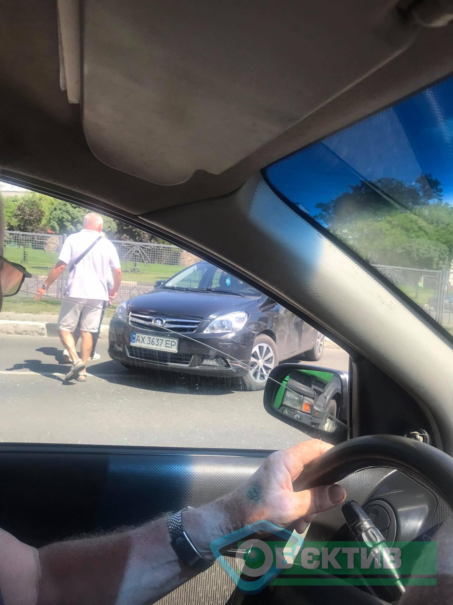 На Гагарина столкнулись грузовик и легковушка (фото)