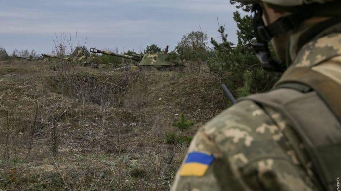 На Донбассе ранили украинского воина