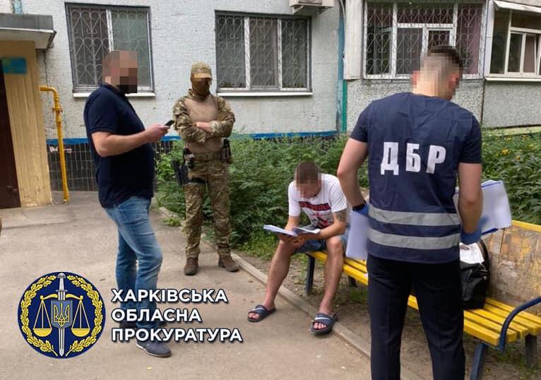 Девять харьковских полицейских вымогали взятки у наркозависимых харьковчан и даже их пытали (фото)