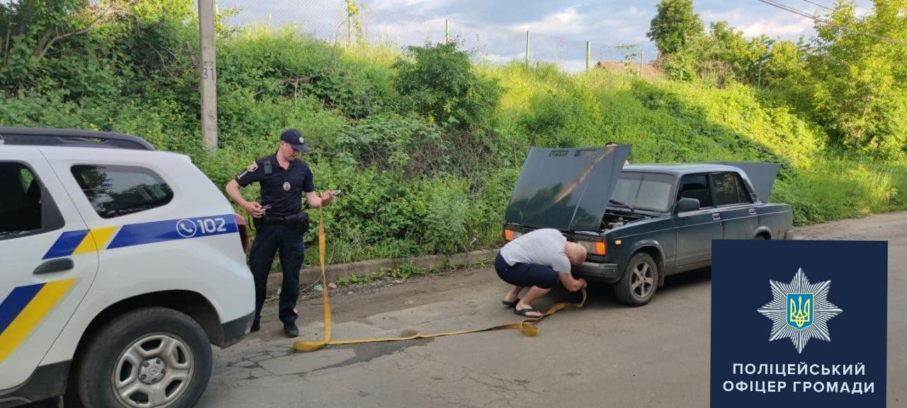 Офицеры громады помогли жителю Харьковщины отремонтировать автомобиль (фото)