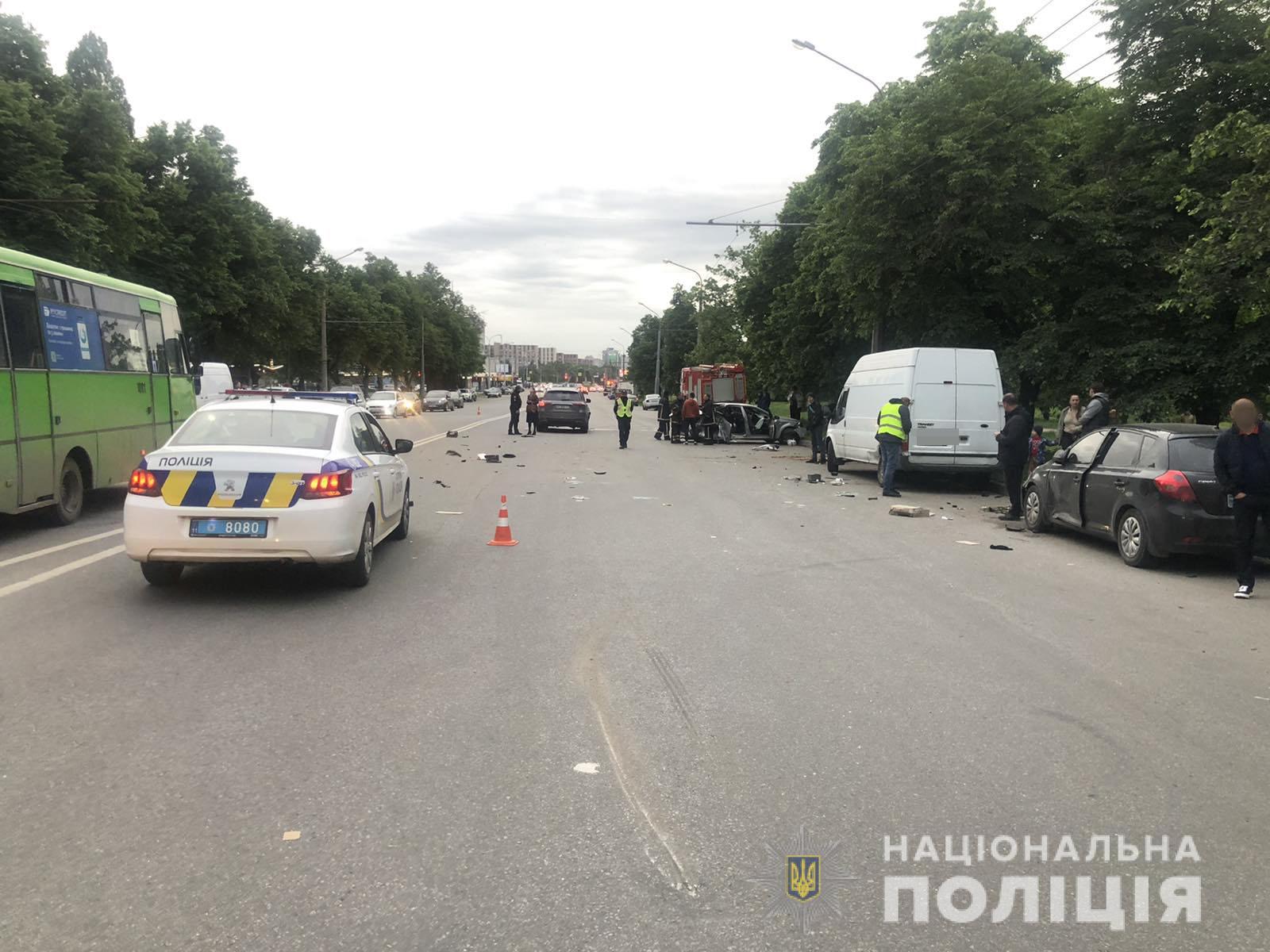 Полиция разыскивает свидетелей смертельного ДТП в Харькове (фоторепортаж)