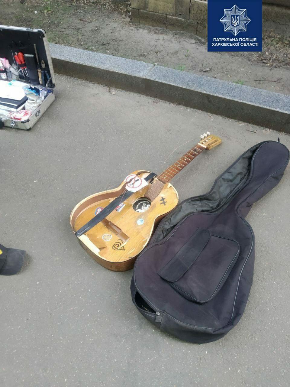 Харьковчанину не понравился внешний вид уличного музыканта