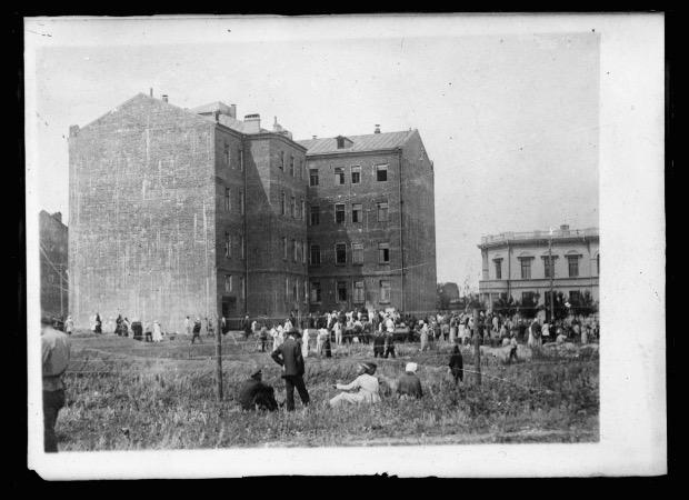 Двор на Чайковской, 16, где находился концлагерь харьковской ЧК