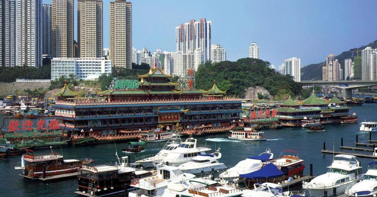 В гонконгской гавани затонули сразу 10 круизных лайнеров (видео)