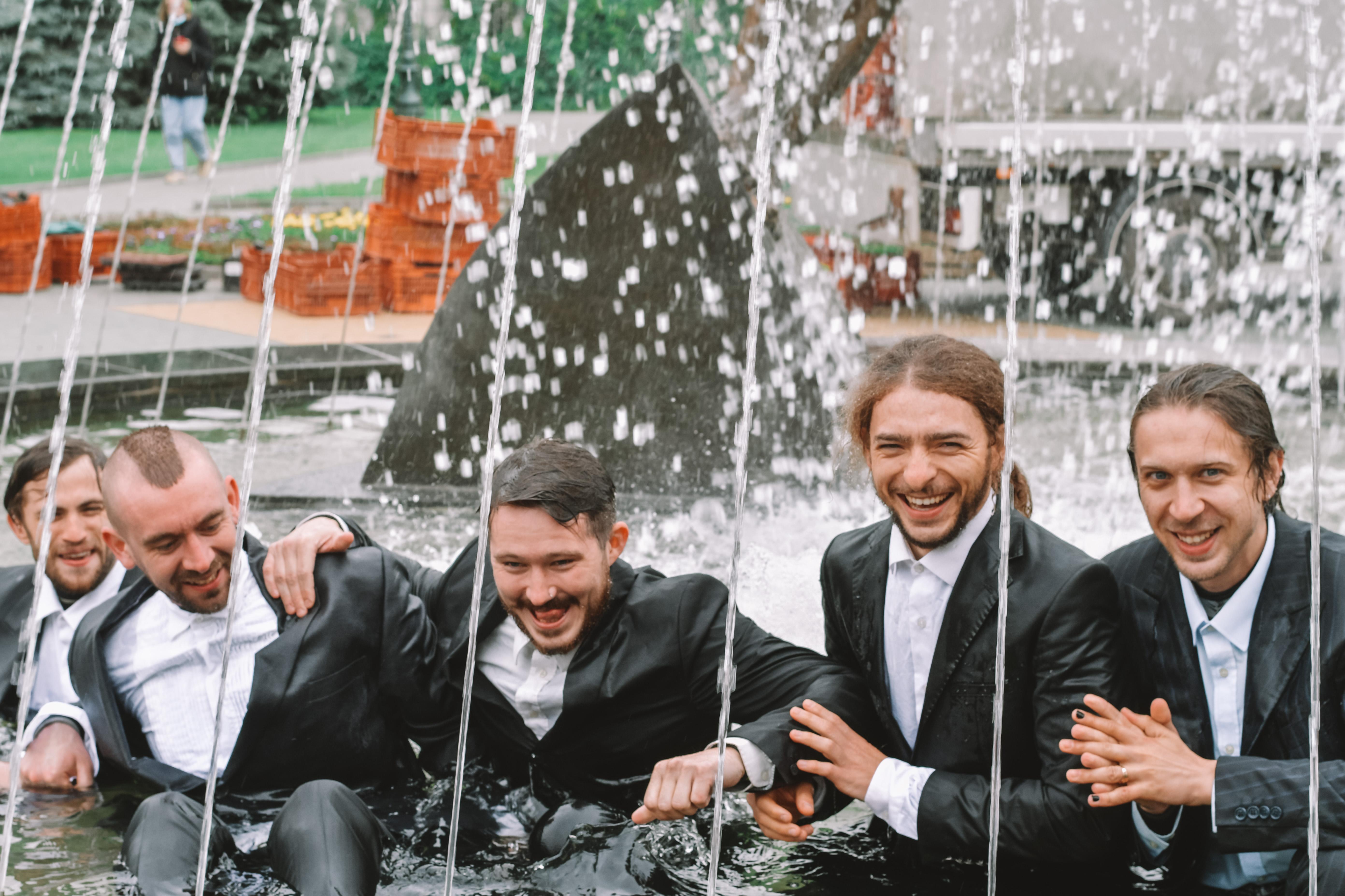 """Интервью МГ """"Объектив"""" актеры давали, сидя в воде"""