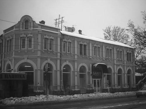 Здание на Петинской улице (нынешняя Плехановская), в которой находился магазин Жевержеева. Современное фото