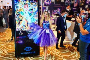 В Дубае представили робота-рекламщика