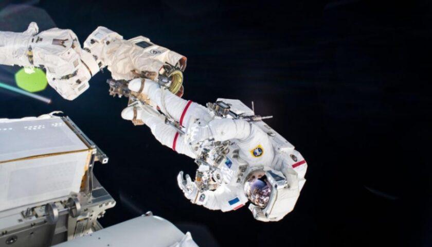 Астронавты с МКС вышли в открытый космос (видео)