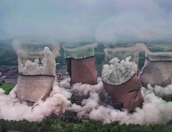 В Великобритании эффектно взорвали градирни Rugeley (видео, фото)