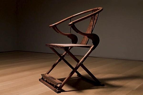 Китайское раскладное кресло цзяойи 17 ст. продали за 8,5 млн долларов (фото)