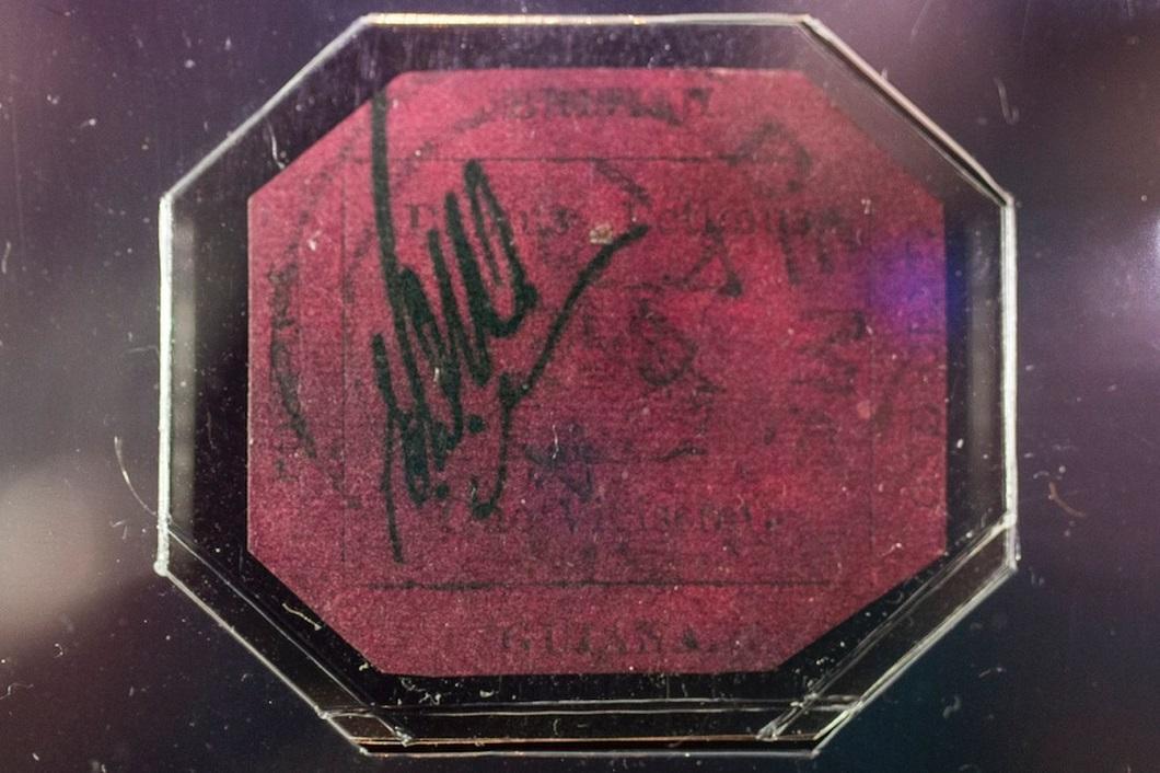 Самый старый и известный дилер почтовых марок Stanley Gibbons купил марку за 8,3 млн долларов (фото)