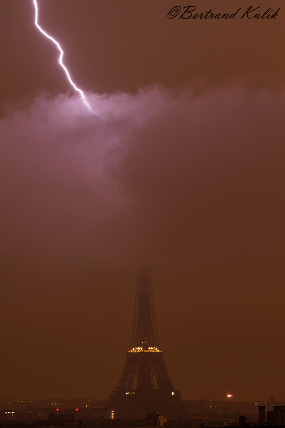 Молния ударила в башку в 4:30 утра