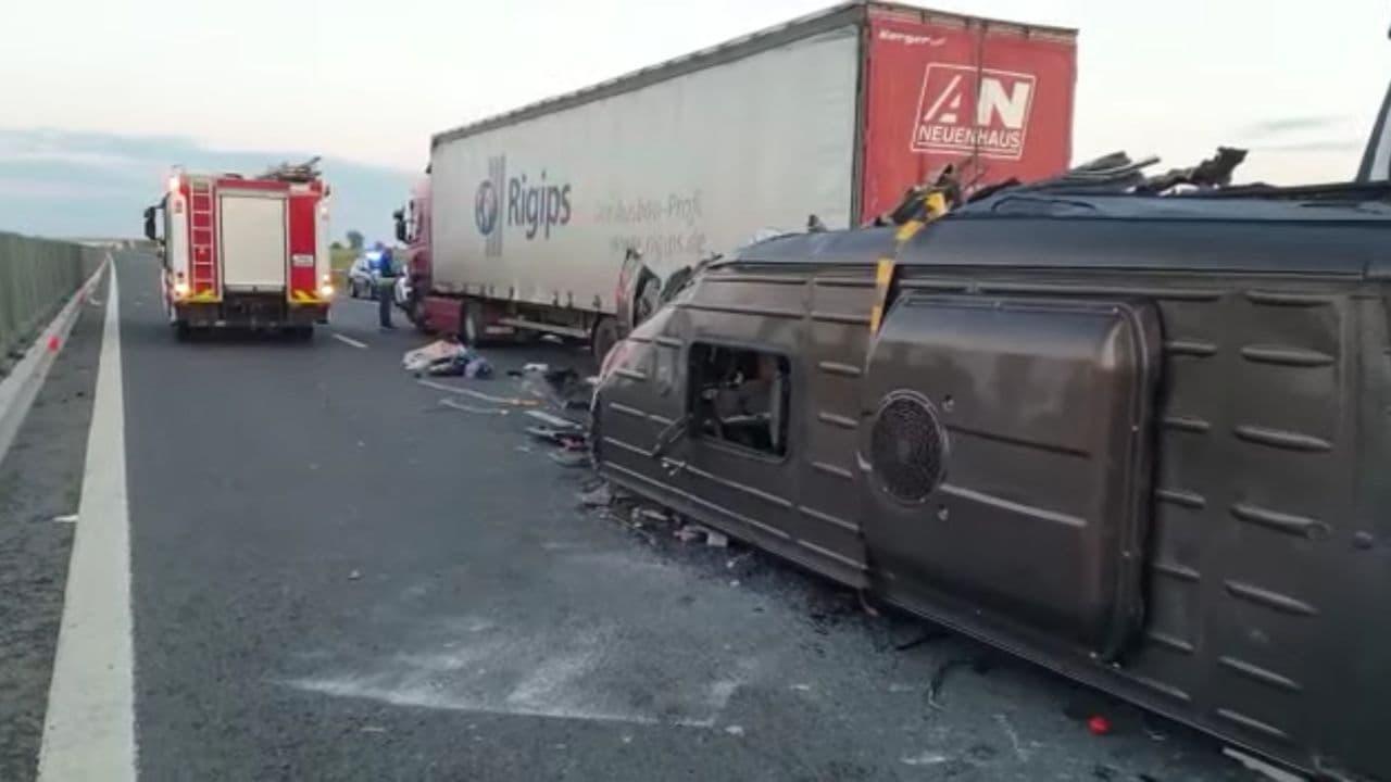 Место в ДТП в Румынии, где пострадали 16 украинцев - фото 1