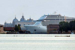 В Венецию зашел круизный лайнер