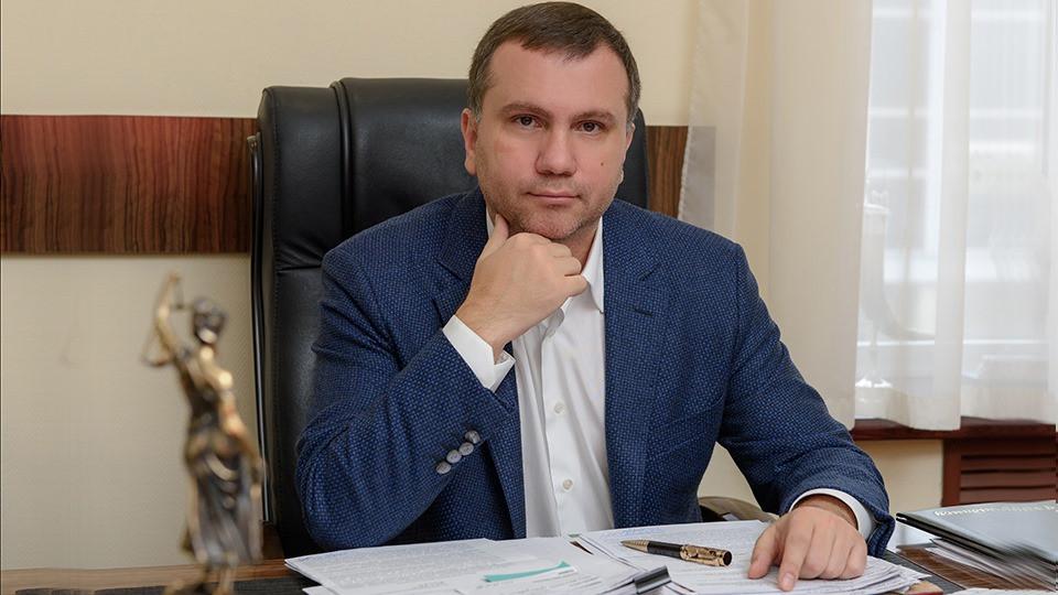 Глава Окружного админсуда Вовк раздарил всю свою недвижимость родственникам