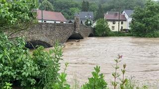 В Германии из-за мощного наводнения около 70 человек пропали без вести и не менее 6 погибли (видео)