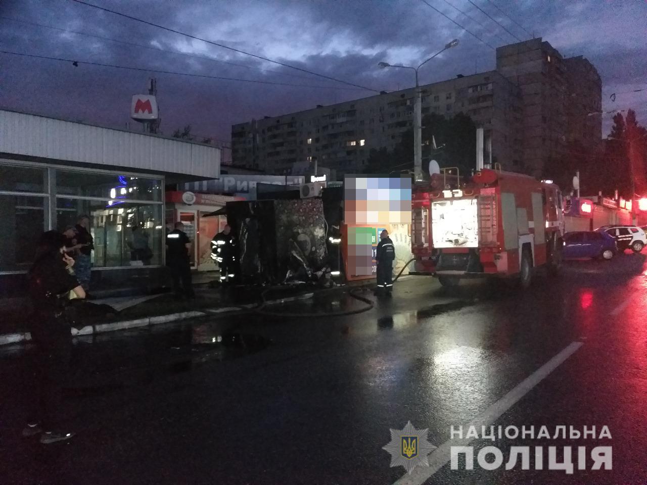 Полиция объединила поджоги сигаретных киосков и автомобилей в одно дело (фоторепортаж)
