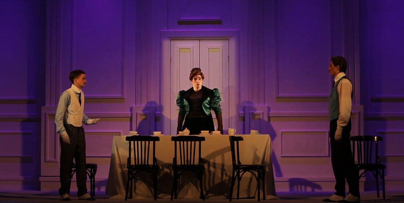 Харківський театр Пушкіна наприкінці сезону дарує глядачам легендарну комедію (відео)