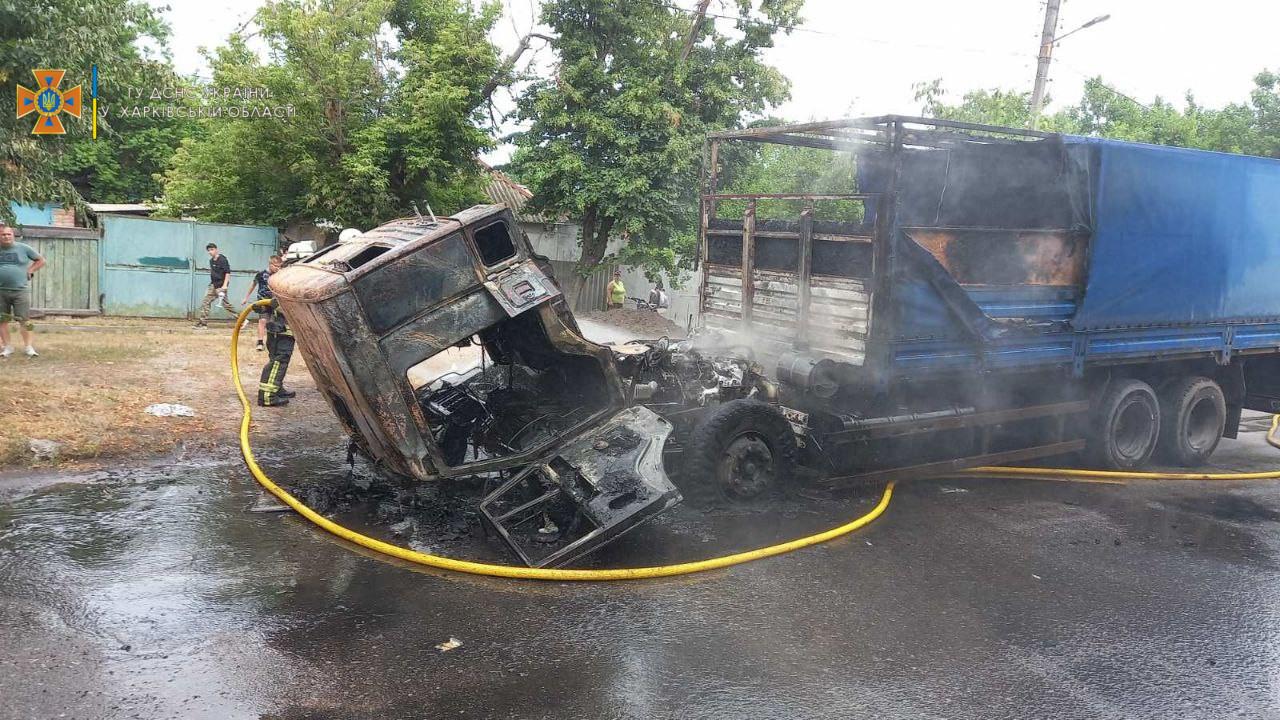 В Харькове сгорел КАМАЗ (фото)