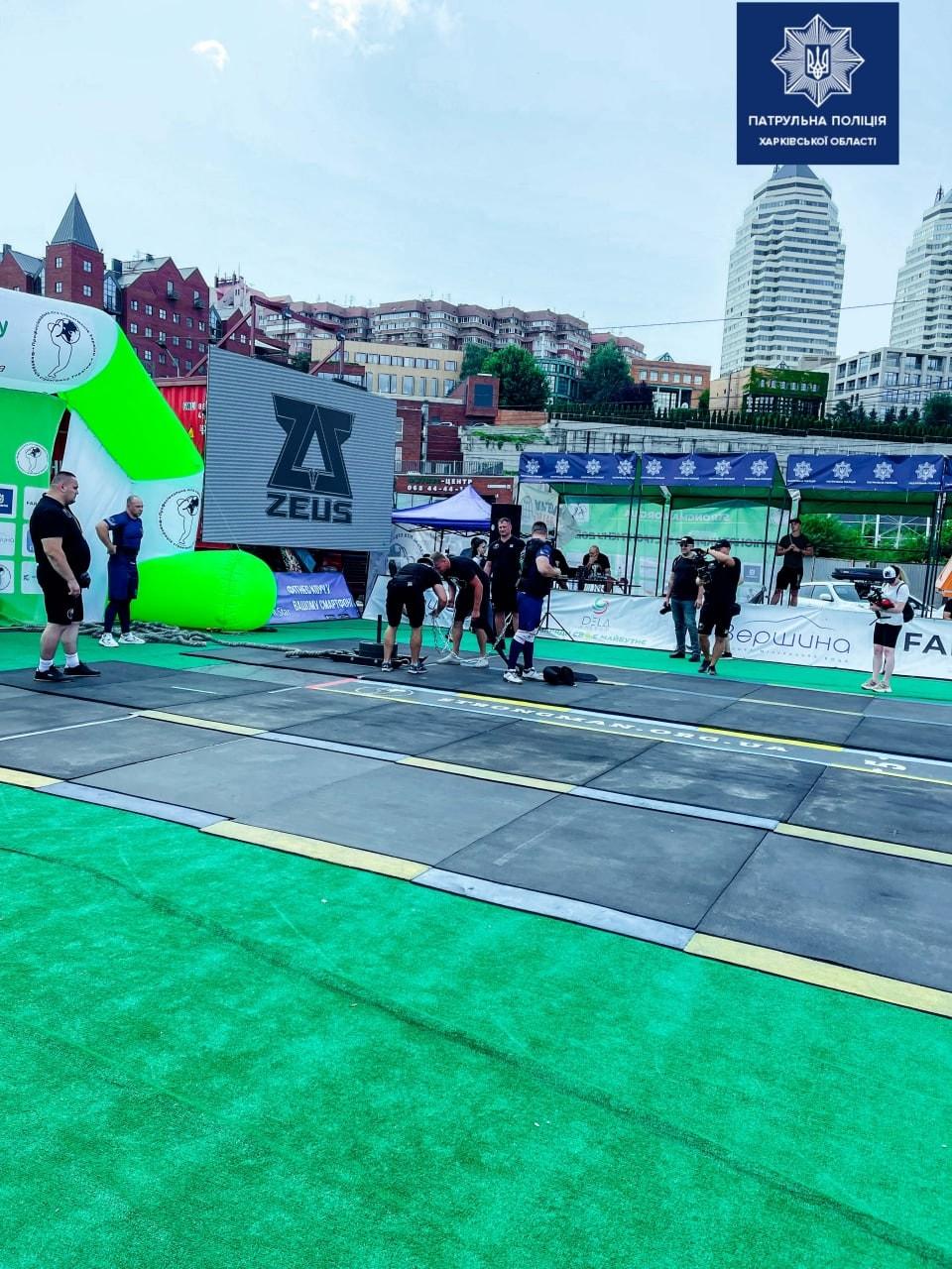 Соревнования по стронгмену среди полицейских в Днепре