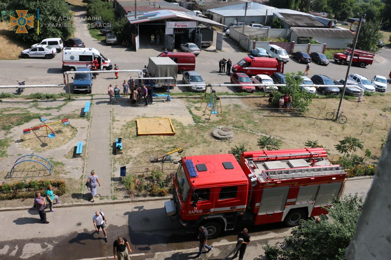 Под Харьковом горела десятиэтажка: спасли 9 человек, эвакуировали 15 (фото)