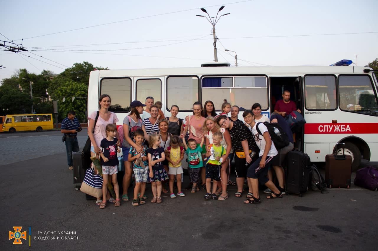 27 харьковчан застряли в подтопленной маршрутке в Одессе (фото)
