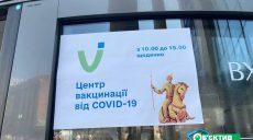 Спокойно и без очередей: как проходит вакцинация в харьковских ТРЦ (фото)