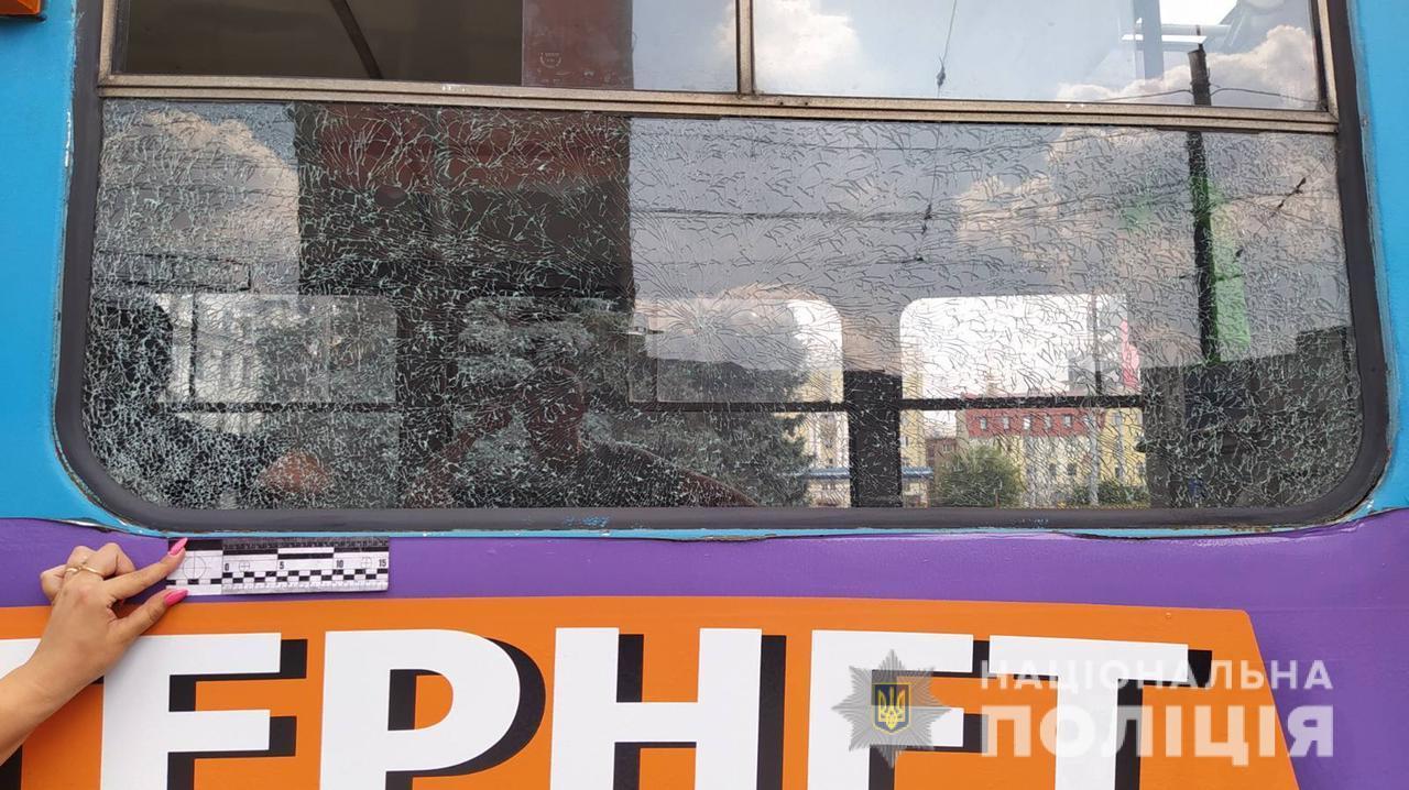 Стрельба по трамваю в Харькове. Полиция проводит проверку (фото)