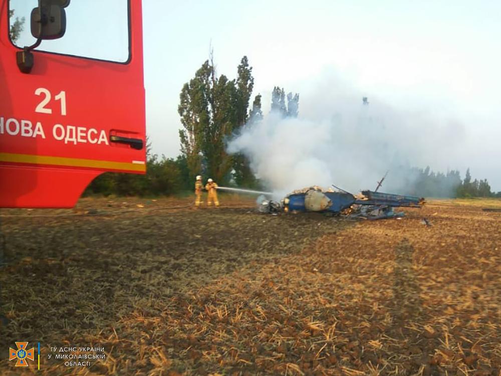 В Николаевской области разбился вертолет Ми-2: погибли два человека (фото)