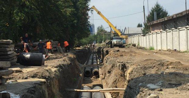 В Слободском районеХарькова реконструируют магистральный трубопровод
