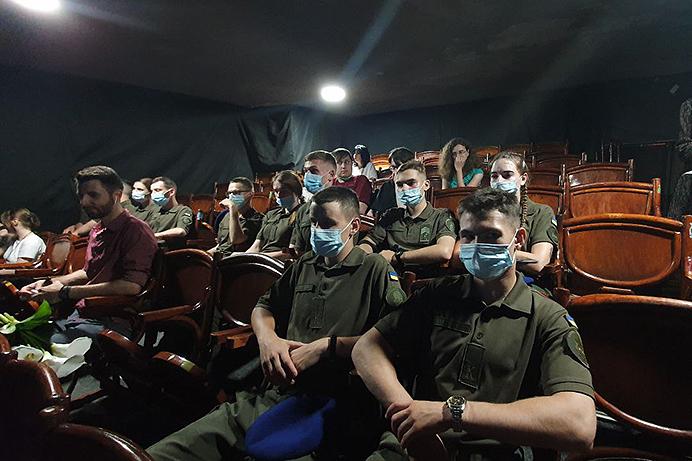 Харьковские курсанты продолжают бесплатно знакомиться с искусством (фоторепортаж)