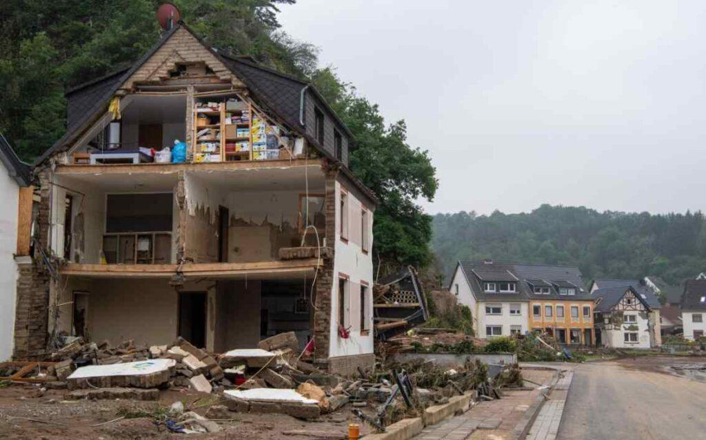 Наводнения в Европе унесли жизни около 200 человек: под водой Германия, Бельгия и Австрия (фото, видео)