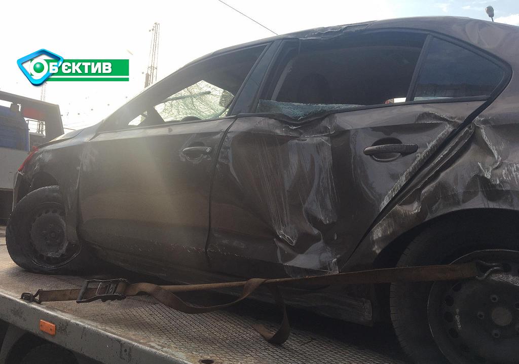 В Харькове водитель легковушки не справился с управлением и перевернулся на крышу - фото 3