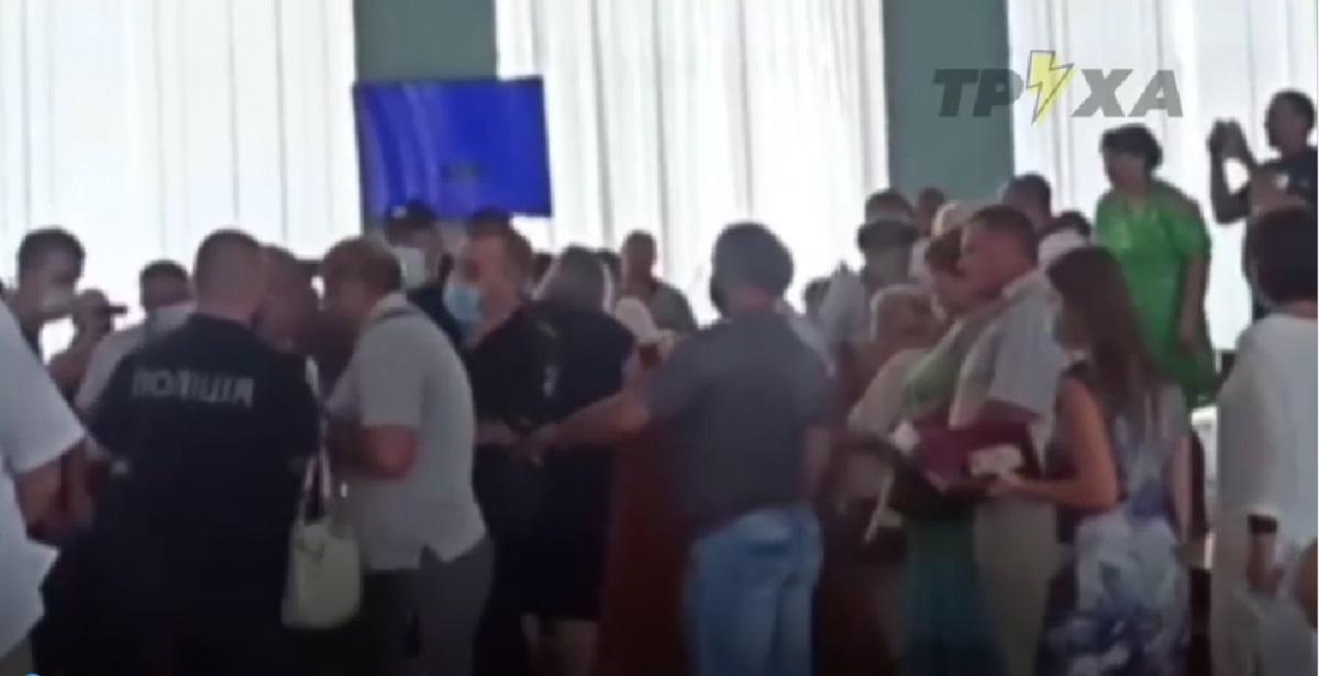 В горсовете под Харьковом подрались 30 депутатов