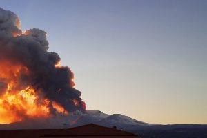 На Сицилии извергается Этна